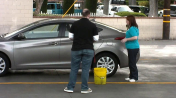 Cottonelle Cleansing Clothes TV Spot, 'Car Wash Without Water' - Thumbnail 5