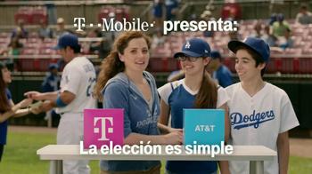 T-Mobile TV Spot, 'La Elección Simple' Con Adrian Gonzalez [Spanish] - Thumbnail 1