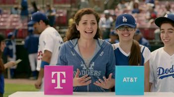 T-Mobile TV Spot, 'La Elección Simple' Con Adrian Gonzalez [Spanish] - Thumbnail 3