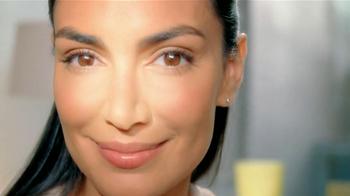 Garnier Skin Renew Dark Spot Corrector Clinical TV Spot [Spanish] - Thumbnail 8