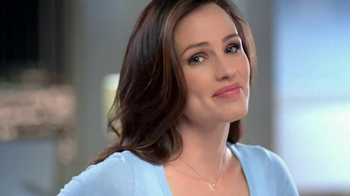 Neutrogena Makeup Remover TV Spot Featuring Jennifer Garner - Thumbnail 4