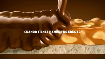 Snickers TV Spot, 'Dramático' [Spanish] - Thumbnail 10