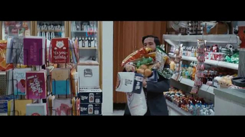Miller Lite TV Spot, 'El carga-todo' con Marco Rodríguez [Spanish] - 2334 commercial airings