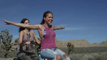 Bobs From SKECHERS TV Spot, 'Road Trip' Song by Vance Joy - Thumbnail 3
