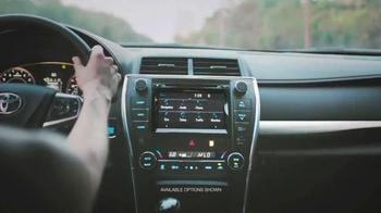 2015 Toyota Camry TV Spot, 'USA Network: Graceland' - Thumbnail 6