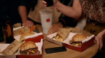 Applebee's Handhelds TV Spot, 'The World Is Your Restaurant' - Thumbnail 6