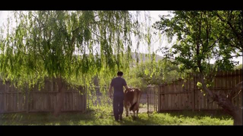 Chobani TV Spot 'To Love This Life Is To Live It Naturally - Cow' - Thumbnail 8