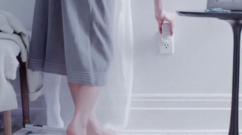 Glade Clean Linen TV Spot, 'Siente Frescura y Pureza' [Spanish] - Thumbnail 2