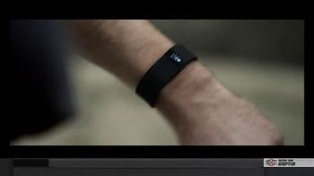 Fitbit Charge HR TV Spot, 'Know Your Heart' - Thumbnail 4