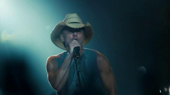 Corona Light TV Spot, 'Concert' Featuring Kenny Chesney - Thumbnail 3