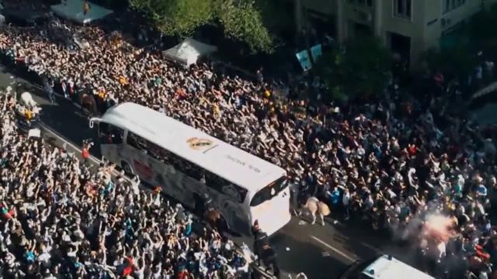 Microsoft Cloud TV Commercial, 'Real Madrid Opens 1 Stadium to 450 Million Fans'