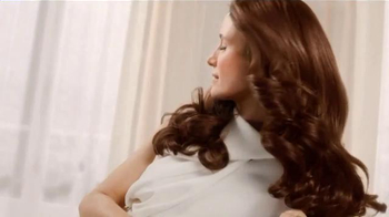 L'Oreal Paris Excellence Creme TV Spot Featuring Andie MacDowell - Thumbnail 3