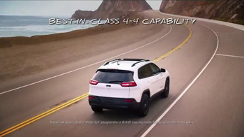 2014 Jeep Cherokee Sport TV Spot, 'Summer' Song by Michael Jackson - Thumbnail 5