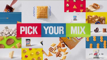 Chex Mix TV Spot, 'Decoy Bag' - Thumbnail 10