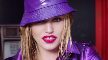 Rimmel London Moisture Renew TV Spot, 'Get Drenched' Featuring Georgia May Jagger - Thumbnail 10