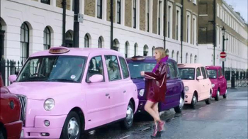 Rimmel London Moisture Renew TV Spot, 'Get Drenched' Featuring Georgia May Jagger - Thumbnail 5