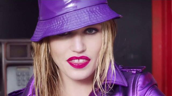 Rimmel London Moisture Renew TV Spot, 'Lluvia' con Georgia May Jagger [Spanish]
