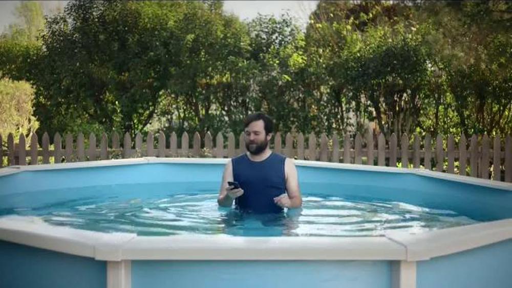 Esurance TV Commercial, 'Hank: Not-So-Smartphone User'