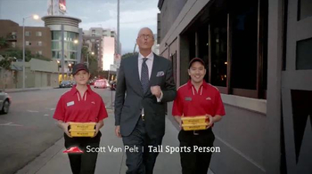 Pizza Hut WingStreet TV Spot, 'Pub Trivia' Featuring Scott Van Pelt - Thumbnail 2