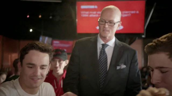 Pizza Hut WingStreet TV Spot, 'Pub Trivia' Featuring Scott Van Pelt - Thumbnail 8