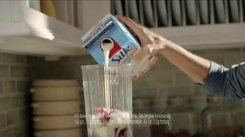 Silk Almond Milk Light TV Spot, 'Smoothie' - Thumbnail 1