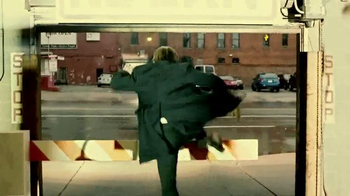 Quicken Loans TV Spot, 'Save Your Money Car Chase' - Thumbnail 8
