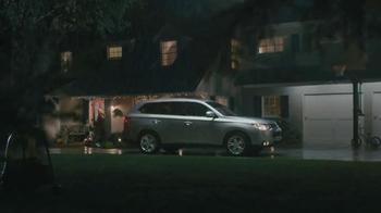 2014 Mitsubishi Outlander TV Spot, 'Rainy Delivery' - Thumbnail 6