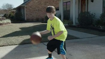 Kids Foot Locker TV Spot, 'Buzzer Beater' Featuring Anthony Davis - Thumbnail 4