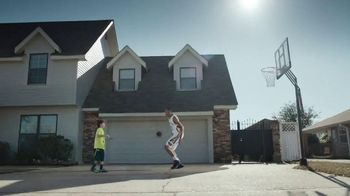 Kids Foot Locker TV Spot, 'Buzzer Beater' Featuring Anthony Davis - Thumbnail 5