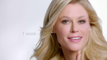 Neutrogena Rapid Wrinkle Repair TV Spot Featuring Julie Bowen - Thumbnail 7