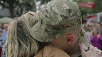 Budweiser Super Bowl 2014 TV Spot, 'A Hero's Welcome' Song by Skylar Grey - Thumbnail 10