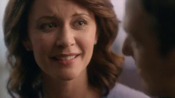 Kay Jewelers Open Heart Waves TV Spot, 'Adoption Center' - Thumbnail 3