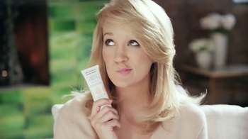 Almay Smart Shade TV Spot Featuring Carrie Underwood - Thumbnail 3