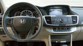 2014 Honda Accord LX TV Spot, 'Mala Conexión' [Spanish] - Thumbnail 4