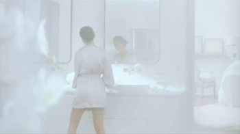 Olay Regenerist Luminous Collection TV Spot, Song by Diane Birch - Thumbnail 7