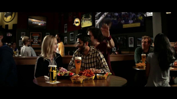 Buffalo Wild Wings TV Spot, 'Bandwagon' - Thumbnail 7