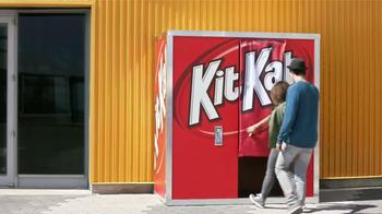 KitKat TV Spot, 'Cabina de Fotos' [Spanish] - Thumbnail 2