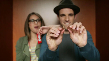 KitKat TV Spot, 'Cabina de Fotos' [Spanish] - Thumbnail 4