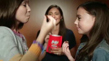 KitKat TV Spot, 'Cabina de Fotos' [Spanish] - Thumbnail 7