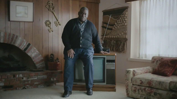 Esurance TV Spot, 'Outdated Bargain Hunter' - Thumbnail 5