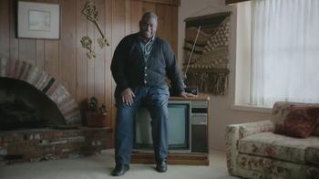 Esurance TV Spot, 'Outdated Bargain Hunter' - Thumbnail 7
