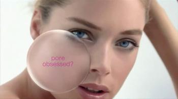 L'Oreal Paris Youth Code Pore Vanisher TV Spot, 'Pore-Obsessed' Featuring Doutzen Kroes - Thumbnail 1