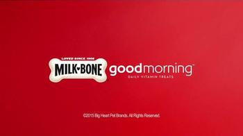 Milk-Bone Good Morning Daily Vitamin Treats TV Spot, 'Newspaper' - Thumbnail 7