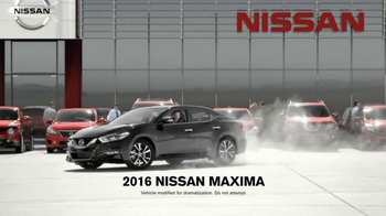Nissan Bottom Line Model Year-End Event TV Spot, 'Good Look' - Thumbnail 6