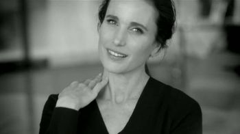 L'Oreal Paris Revitalift TV Spot, 'Acércate' con Andie MacDowell [Spanish] - 1239 commercial airings