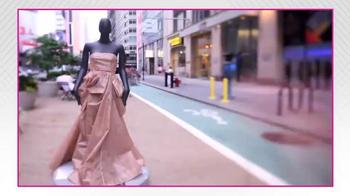Project Runway Signature Style Sweepstakes TV Spot, 'Hallmark Signature' - Thumbnail 7