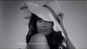 L'Oreal Sublime Sun Advanced Sunscreen TV Spot, 'I Love the Sun' Featuring Jennifer Lopez - Thumbnail 8