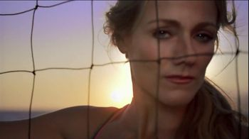 CoverGirl Outlast Lipcolor TV Spot, 'Gold and Pink' Ft. Jennifer Kessy