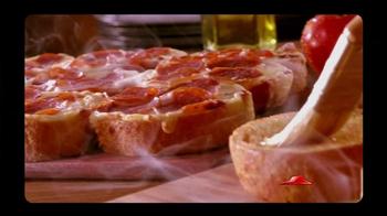 Pizza Hut Garlic Bread Pizza TV Spot, 'Don't Settle' - Thumbnail 1