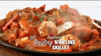 Applebee's Sizzling Entrees TV Spot, 'The Show'